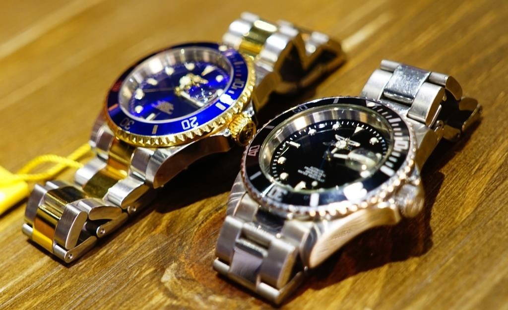 Invicta Pro Diver 8928OB comparison